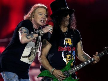 Axl Rose and Slash in Concert